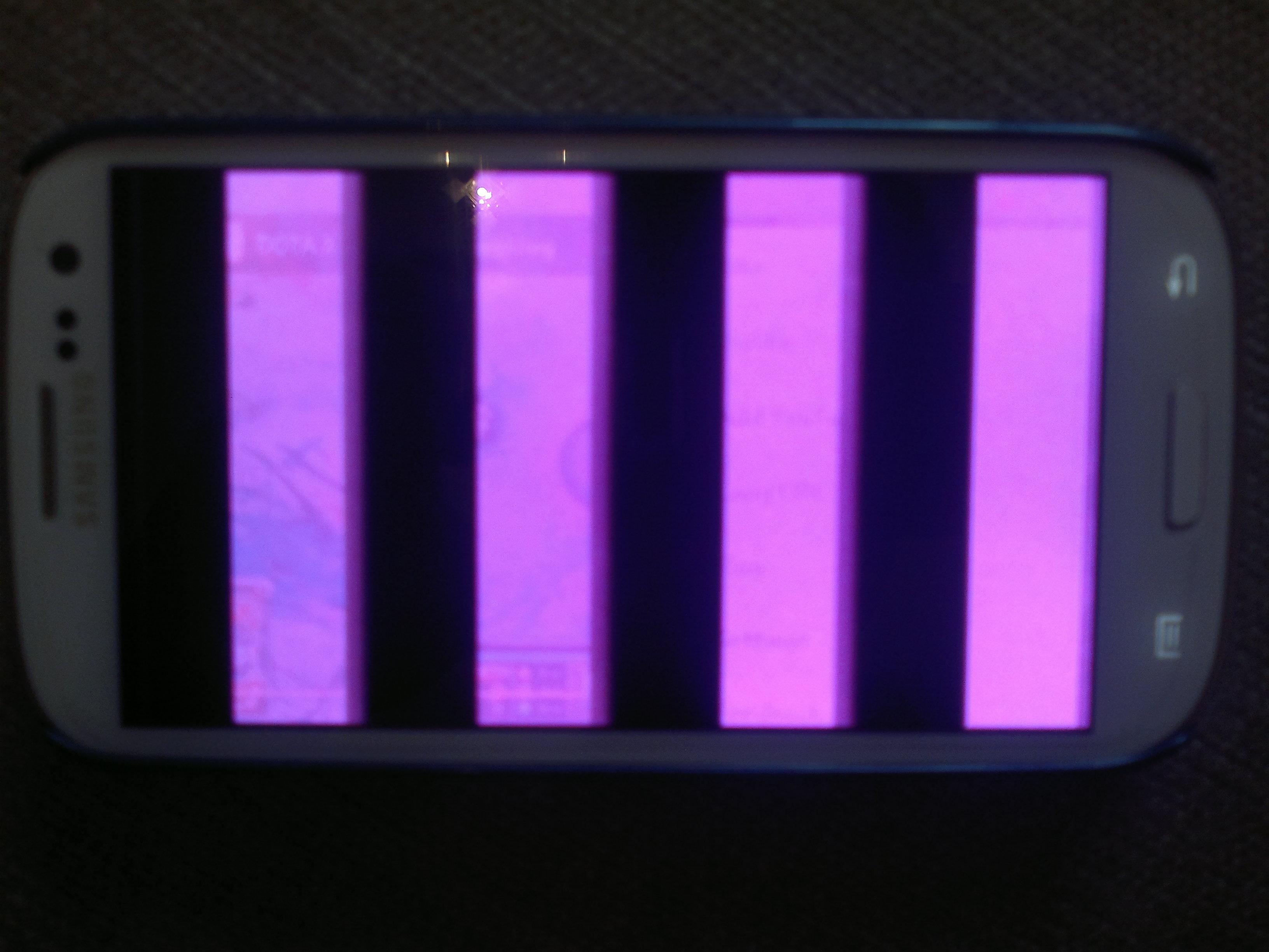 Màn hình LCD bị hư hỏng bạn nên thay màn hình điện thoại Samsung